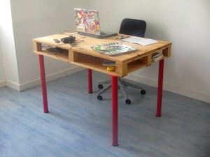 Wood-Pallet-Desk-DIY-Finished-Ellis-Benus-Web-Design-Columbia-MO